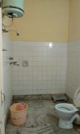 Kajri Hotel: Bathroom of Kajri