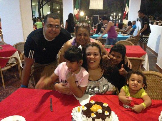 SunSol Isla Caribe: Celebrando el Cumple...gracias al personal de cocina por el detalle!!!