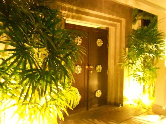 Two Villas Holiday Oxygen Style Bangtao Beach: entrance