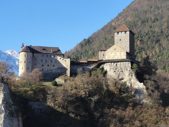 Castle Tyrol - South Tyrolean Museum of History : Castello di Tirolo