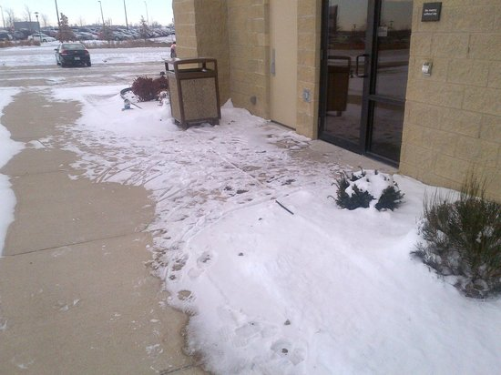 Hampton Inn & Suites Ankeny: I guess they dont own a broom?
