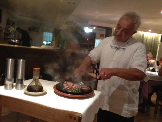 Restaurant Siller: Cooking steak at the table