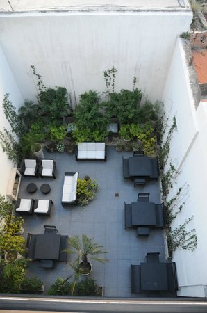 Palermo Tower by P Hotels: Terrace adjoining the breakfast area.