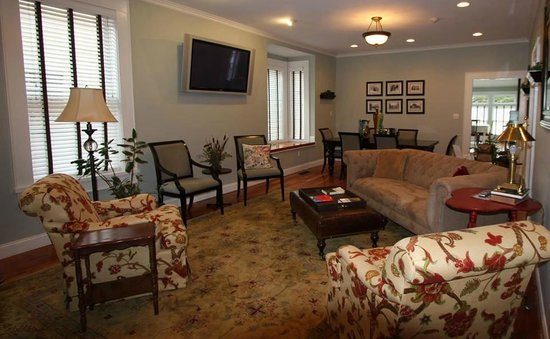 The Guest House Inn on Courthouse Square: Timberlake Living Room