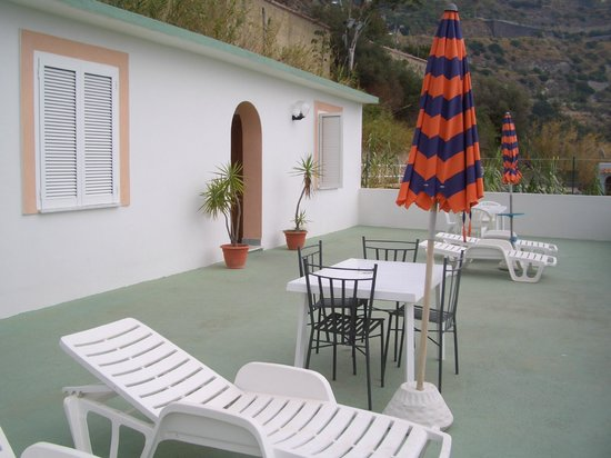 Hotel La Mandorla : Spezial Zimmer mit Terrassenblick zum Meer