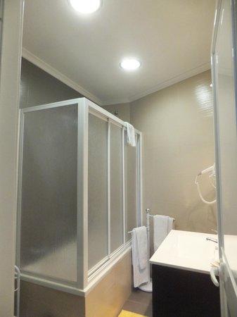 Pensao Londres: cuarto de baño