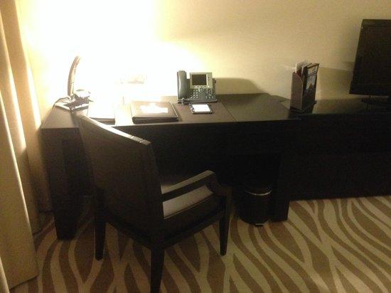 Ramada Abu Dhabi Downtown: Study table