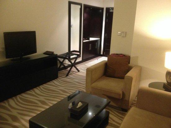 Ramada Abu Dhabi Downtown: Living Room