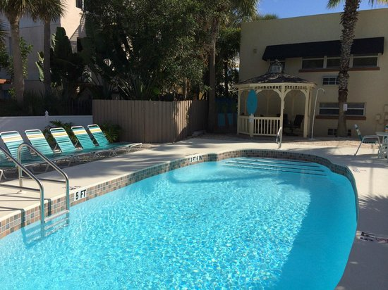 The Ringling Beach House - A Siesta Key Suites Property: Pool Area and Gazebo