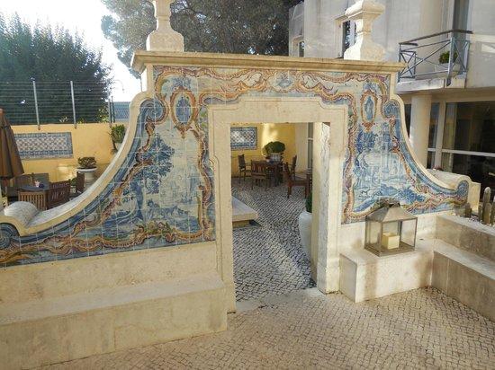 Solar Do Castelo: Courtyard entrance