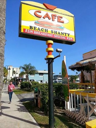 Beach Shanty Cafe: One block behind Clearwater beach waterfront.