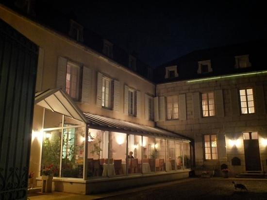 Hotel des Cymaises : An early September evening