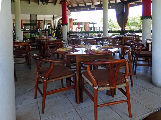 Coyaba Beach Resort: The dining room