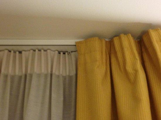 Hotel Continental : tende con la polvere