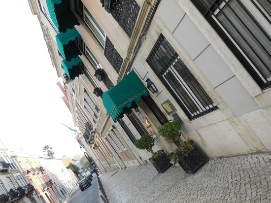 As Janelas Verdes: Front of hotel