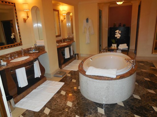 Atlantis, The Palm: Bathroom suite