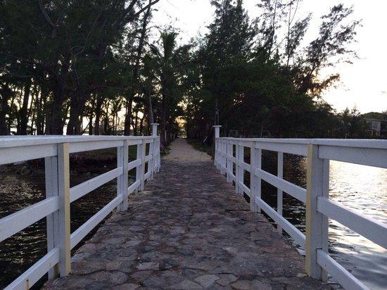 Fantasy Island Beach Resort : Gazebo bridge.