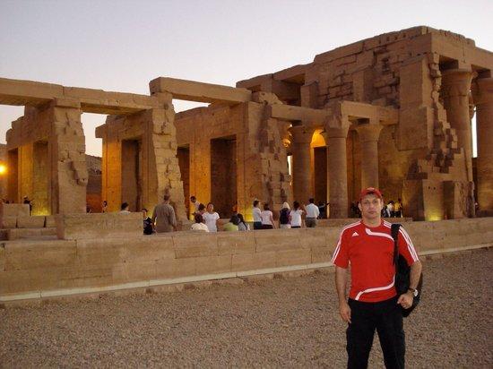 Temple of Kom Ombo: Por do sol em Kom Ombo - Aswan