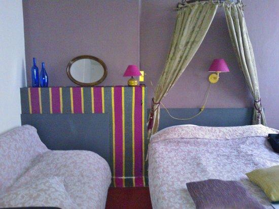 Hotel Van Eyck : Habitación triple