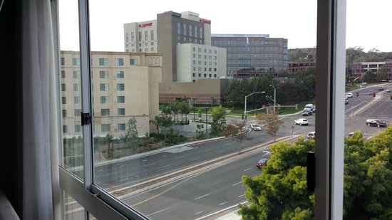 DoubleTree by Hilton San Diego - Del Mar: View of across the street