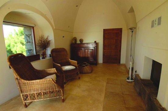 il soggiorno del Dammuso Pineta - Picture of Tenuta Borgia ...
