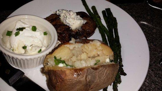 The Oak Pit Steakhouse: 6oz filet