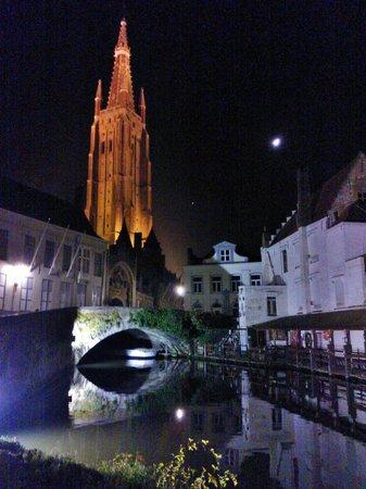 Hotel Van Eyck : Torre Notre Dame de Brujas