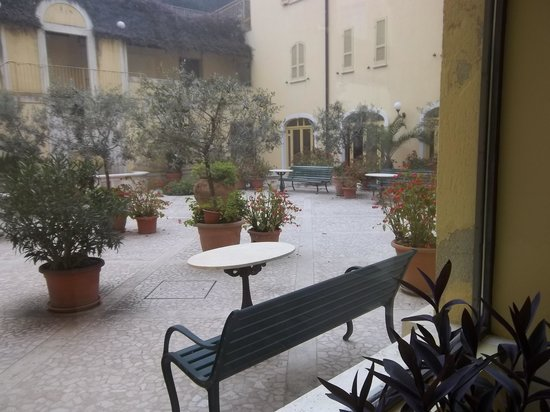 Hotel San Luca: cortile