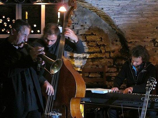 Les Caves de l'Abbaye : De nombreux et réguliers concerts de jazz...