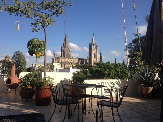 La Perla Boutique Bed & Breakfast: The view of the Expiatorio from the rooftop terrace