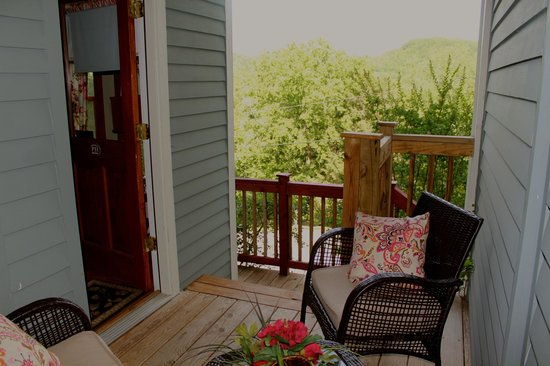 Piedmont House Bed and Breakfast: Edgewood Terrace Porch