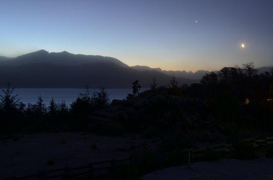 Casa del Bosque Aparts & Suites: Noche desde el departamento vista al Nahuel