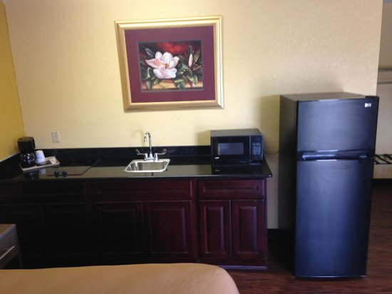 Village Inn: Executive King Suites With Kitchen