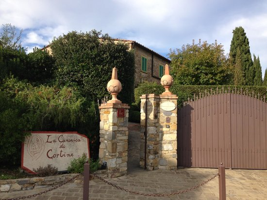 Entrance to La Canonica di Cortine
