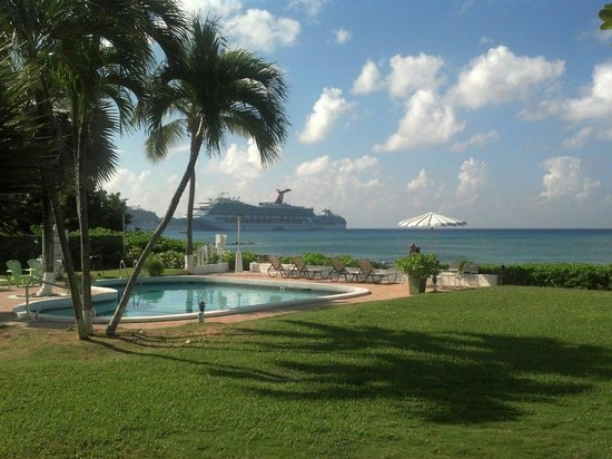 Cocoplum Condos: A view of cruise ships from unit 5
