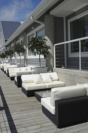 Shoreline Inn & Conference Center, an Ascend Hotel Collection Member: Lake House Waterfront Grille Lounge on Boardwalk