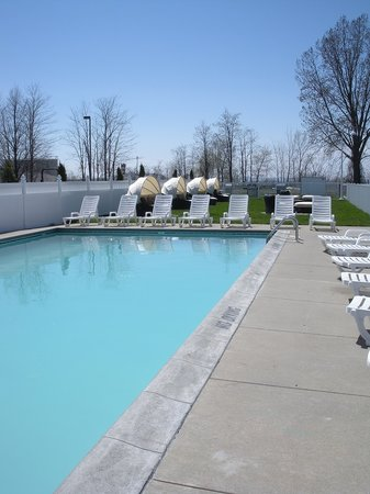 Shoreline Inn & Conference Center, an Ascend Hotel Collection Member: Outdoor Pool Lake Side