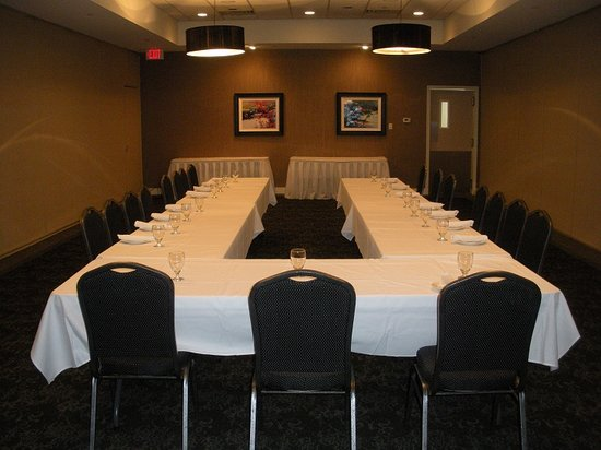 Shoreline Inn & Conference Center, an Ascend Hotel Collection Member: Meeting Space available from 5 people to 300 people