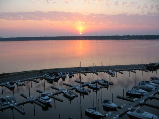 Shoreline Inn & Conference Center, an Ascend Hotel Collection Member: Terrace Point Marina on site