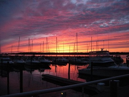 Shoreline Inn & Conference Center, an Ascend Hotel Collection Member: We specialize in great Sunsets!