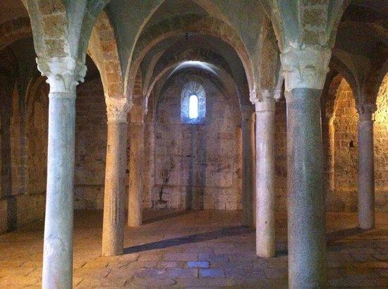 Church of San Pietro: San Pietro a Tuscania, cripta