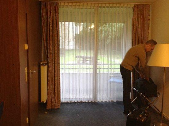 Stay City Hotels Dortmund: окно-дверь на балкон
