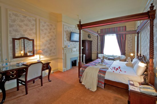 Milford Hall Hotel: Clarendon Room (Four Poster)