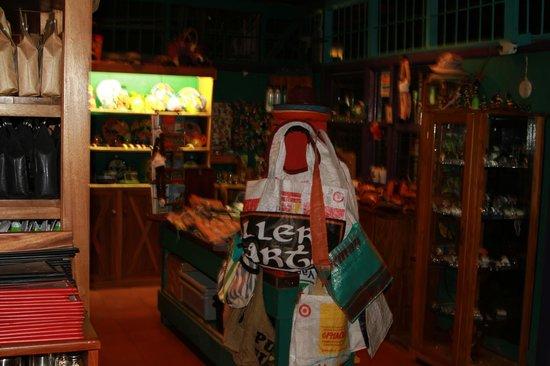 El Patio de Café Milagro - Manuel Antonio: Their shop of goodies