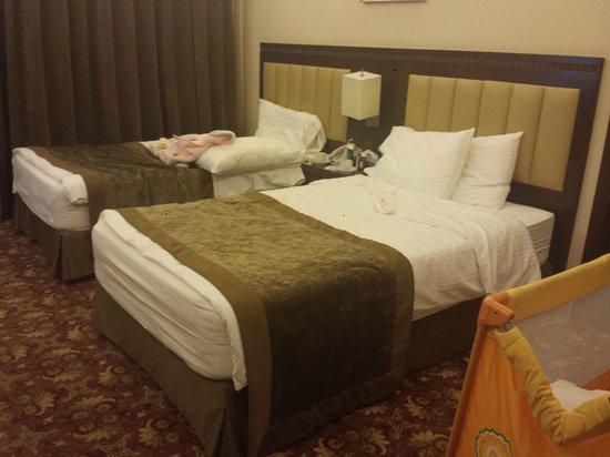 Lancaster Suites Raouche: two beds