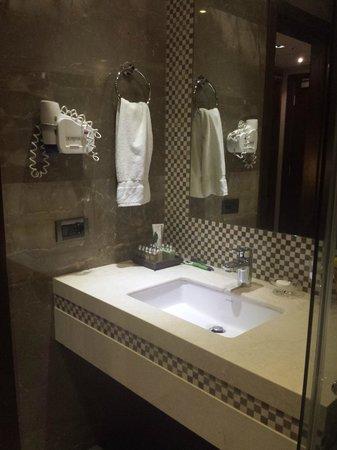 Lancaster Suites Raouche: bathroom