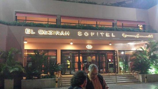 Sofitel Cairo El Gezirah: entrance