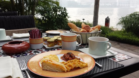 Sofitel Cairo El Gezirah: breakfast on the nile