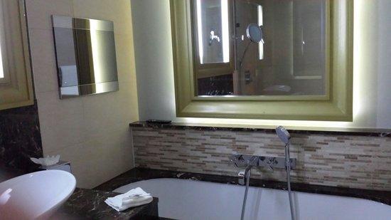 Grosvenor Pulford Hotel & Spa: TV in bathroom. ...superior room