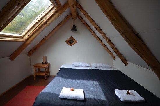 Refugio, Camping and Cabins Los Cuernos: king bed